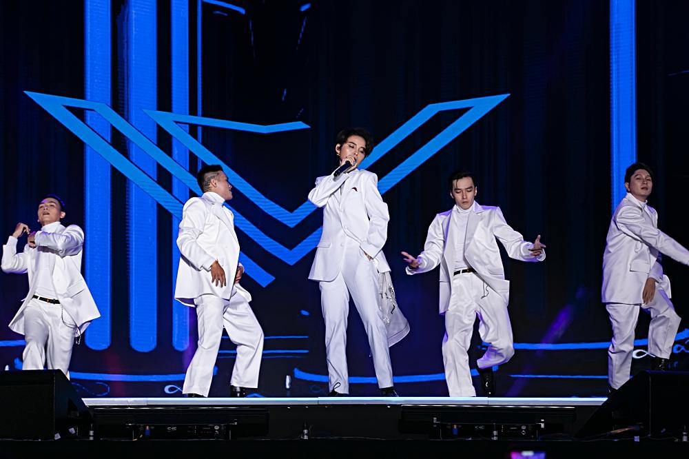 Fan Việt chê bai nhưng khán giả người Mỹ lại khóc khi xem Vũ Cát Tường trình diễn tại Asia Song Festival-3