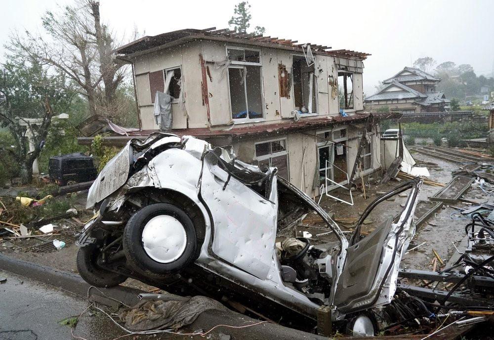 Siêu bão Hagibis tấn công Nhật, xé toạc nhà cửa, cuốn trôi người-5
