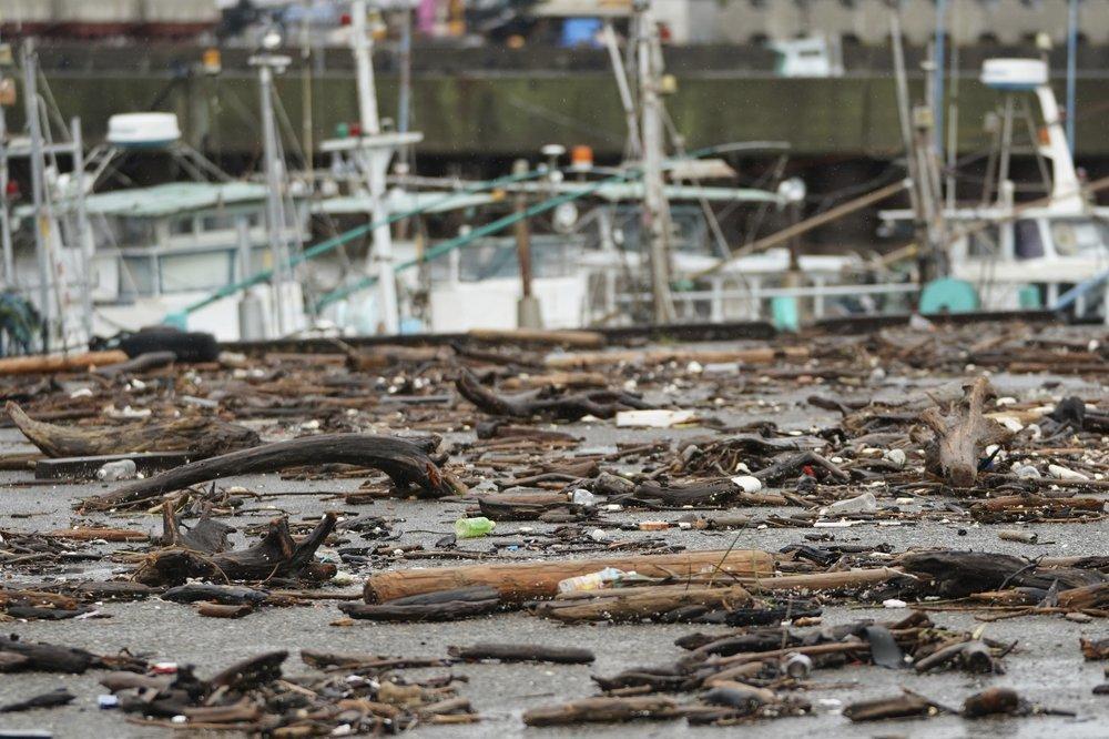 Siêu bão Hagibis tấn công Nhật, xé toạc nhà cửa, cuốn trôi người-7