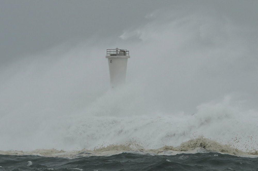 Siêu bão Hagibis tấn công Nhật, xé toạc nhà cửa, cuốn trôi người-9