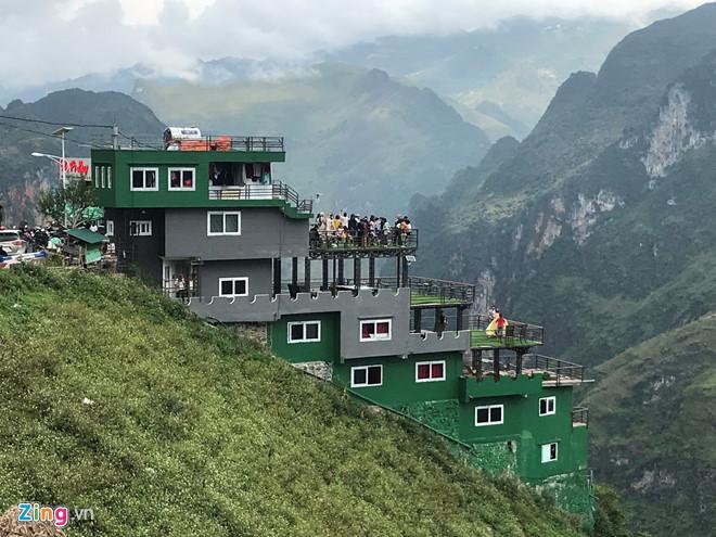 Nhà nghỉ Mã Pì Lèng được sơn xanh sau đề xuất tháo dỡ-1