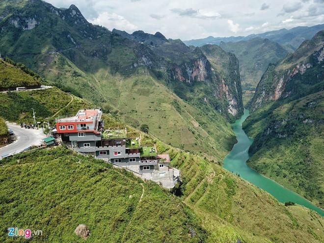 Nhà nghỉ Mã Pì Lèng được sơn xanh sau đề xuất tháo dỡ-2