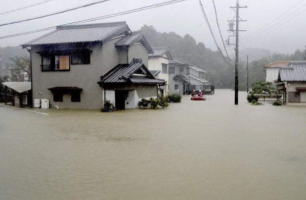 Siêu bão Hagibis chính thức đổ bộ vào Nhật Bản, khiến ít nhất 1 người chết, 33 người bị thương, dự kiến xả đập khiến nguy cơ lũ lụt trên diện rộng-1