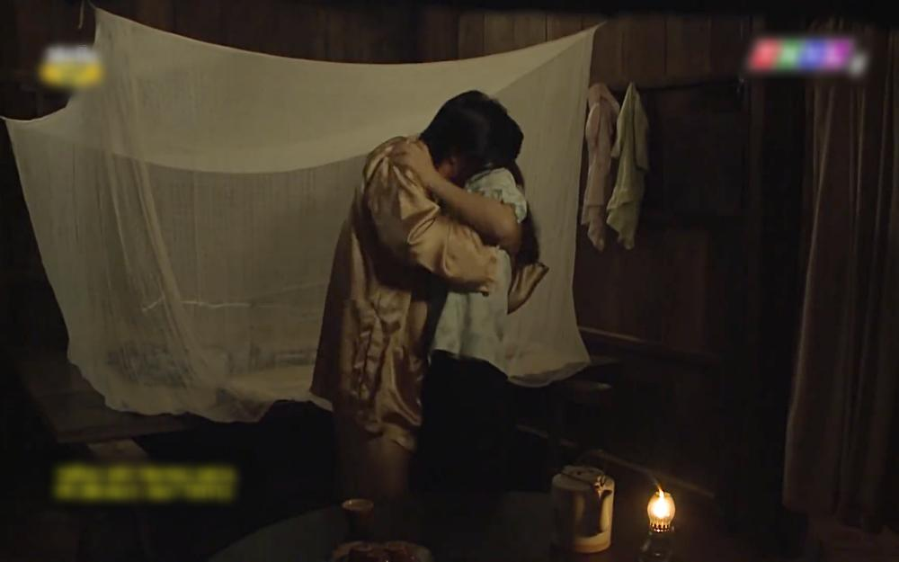 Cảnh nóng oan nghiệt của anh em cùng cha khác mẹ trong tập 36 Tiếng sét trong mưa-4