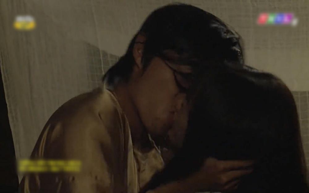 Cảnh nóng oan nghiệt của anh em cùng cha khác mẹ trong tập 36 Tiếng sét trong mưa-8