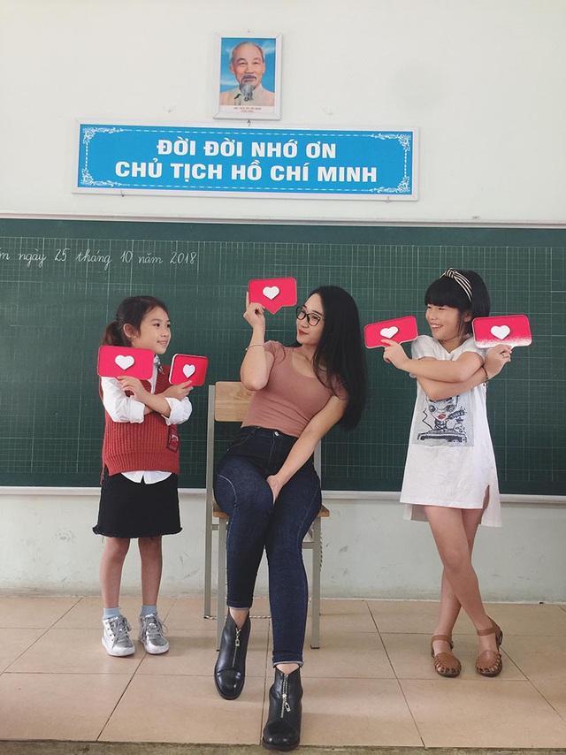 Phút trải lòng của cô giáo xinh như hot girl từng được dân mạng quan tâm-2