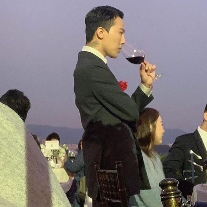 G-Dragon bảnh bao dự đám cưới chị gái và những lần chàng thơ Chanel khiến triệu cô gái đổ gục với suit-2