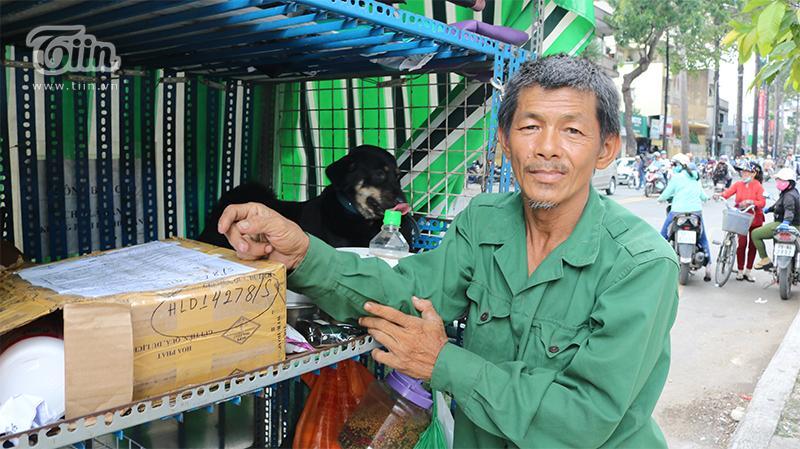 Người cha già nhặt nhạnh từng chiếc ve chai, cưu mang đàn con tật nguyền giữa Sài Gòn hoa lệ-1