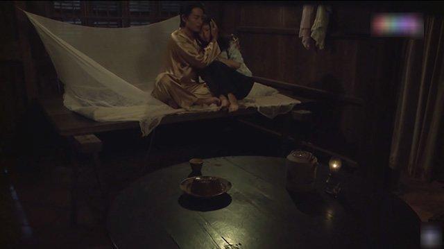 Không có chuyện 2 con của Thị Bình ăn nằm rồi có thai như bản gốc Tiếng Sét Trong Mưa-1