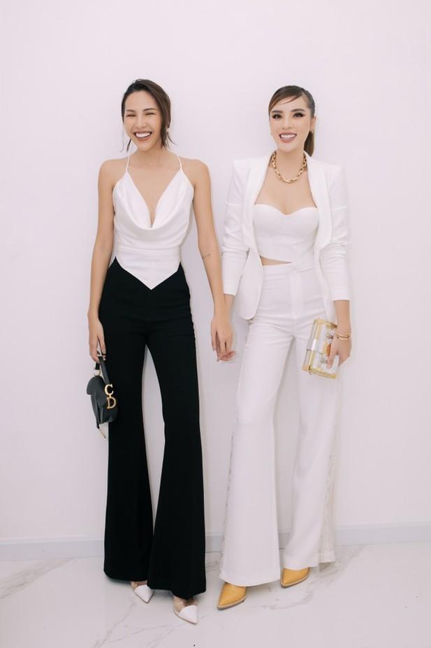 Những cặp chị em trong showbiz Việt: Giống từ ngoại hình đến cả phong cách thời trang-13
