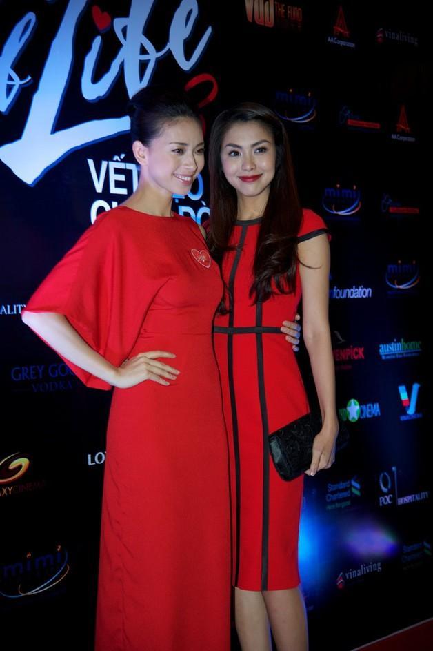 Những cặp chị em trong showbiz Việt: Giống từ ngoại hình đến cả phong cách thời trang-18