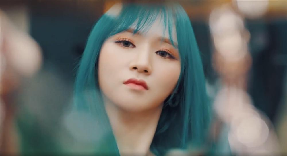 Nữ idol Kpop được chú ý vì có gương mặt giống hệt Sơn Tùng M-TP, nhất là bờ môi mazda đặc trưng-3