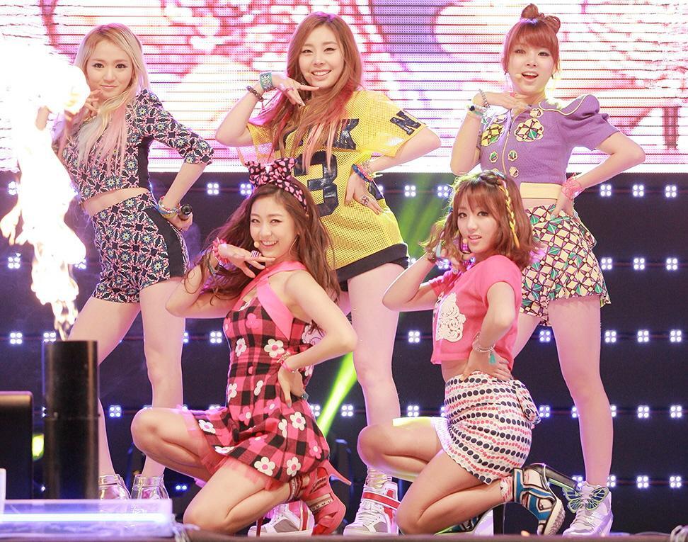 Nữ idol Kpop được chú ý vì có gương mặt giống hệt Sơn Tùng M-TP, nhất là bờ môi mazda đặc trưng-9