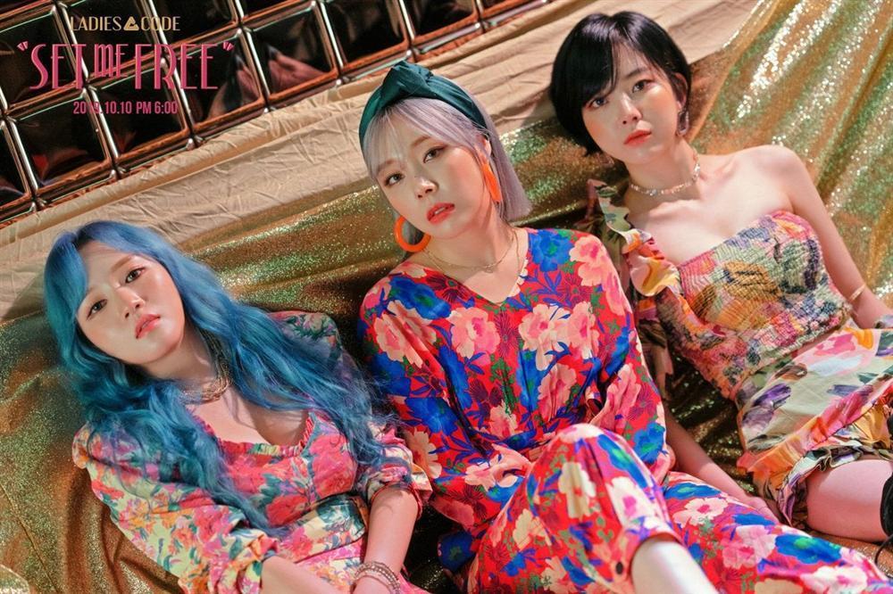 Nữ idol Kpop được chú ý vì có gương mặt giống hệt Sơn Tùng M-TP, nhất là bờ môi mazda đặc trưng-10