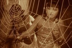Bất ngờ với Tây Du Ký từ năm 1927: Trang phục hở hang, hoá trang như phim kinh dị