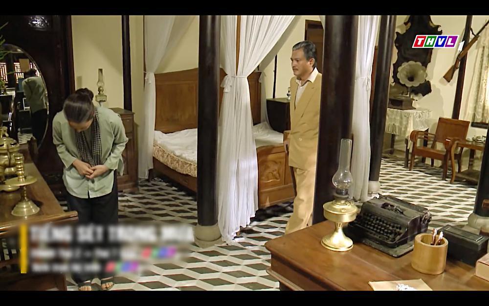 Nhật Kim Anh khóc cạn nước mắt khi thấy bài vị mình trên bàn thờ trong tập 37 Tiếng Sét Trong Mưa-10
