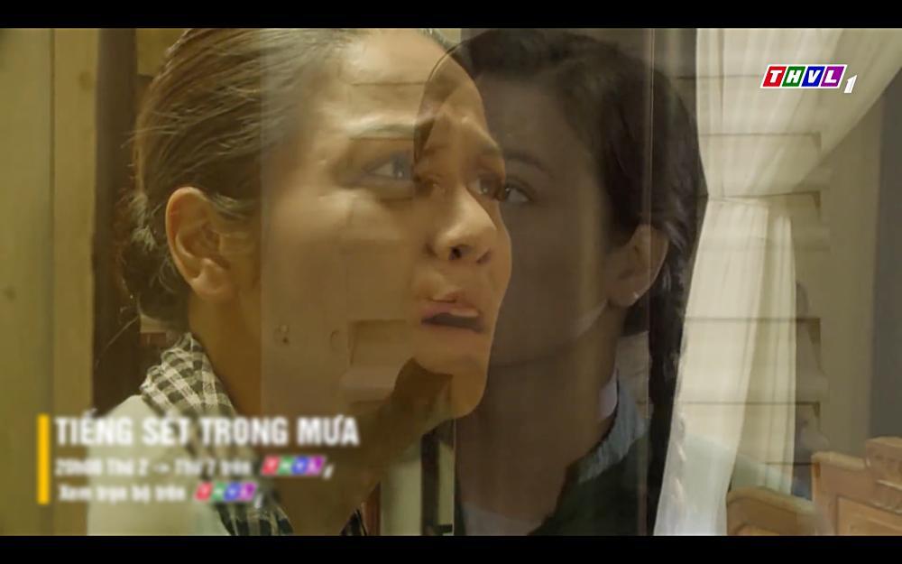 Nhật Kim Anh khóc cạn nước mắt khi thấy bài vị mình trên bàn thờ trong tập 37 Tiếng Sét Trong Mưa-1