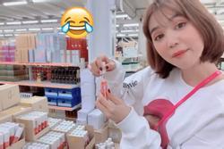 Ngọc Trinh bị chỉ trích vì cách thử son vô ý thức khi đi tham khảo mỹ phẩm ở Hàn Quốc