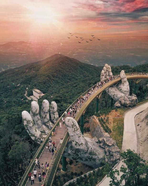 HOT: Cầu Vàng Đà Nẵng được MXH Instagram lăng xê trên tài khoản chính thức hơn 300 triệu lượt theo dõi, du khách toàn cầu tung hô hết lời!-1