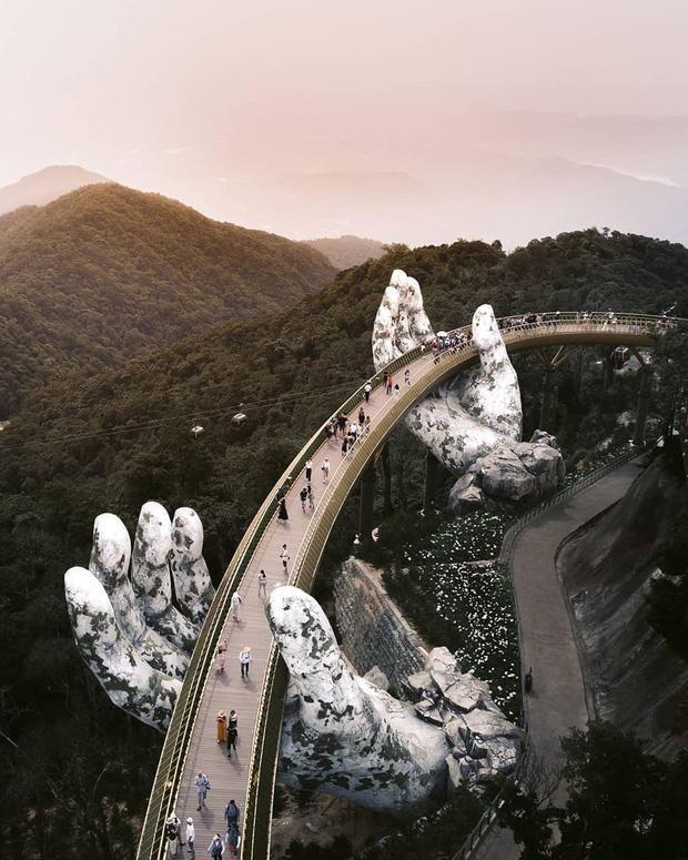 HOT: Cầu Vàng Đà Nẵng được MXH Instagram lăng xê trên tài khoản chính thức hơn 300 triệu lượt theo dõi, du khách toàn cầu tung hô hết lời!-3