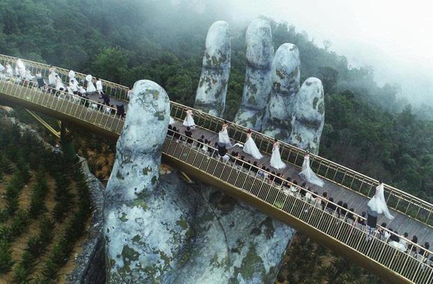 HOT: Cầu Vàng Đà Nẵng được MXH Instagram lăng xê trên tài khoản chính thức hơn 300 triệu lượt theo dõi, du khách toàn cầu tung hô hết lời!-4