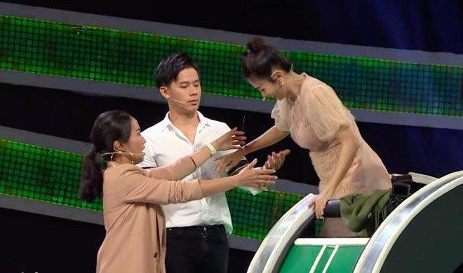 Ốc Thanh Vân uất ức tuyên bố không bao giờ chơi gameshow nữa: Dàn nghệ sĩ đồng loạt bức xúc-5