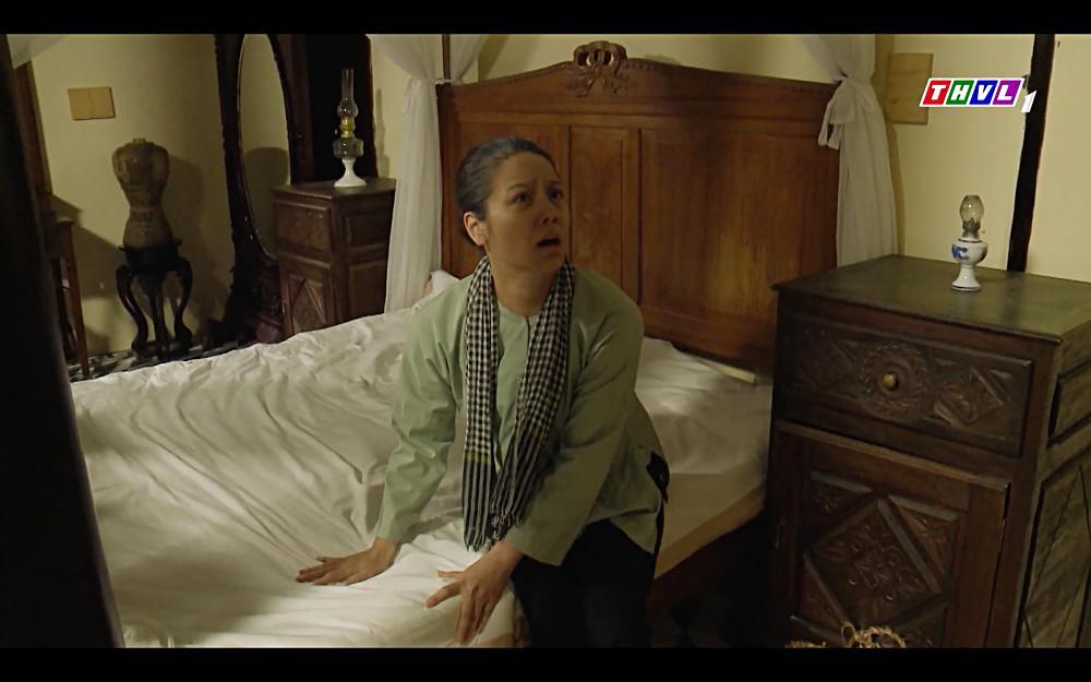 Nhật Kim Anh khóc cạn nước mắt khi thấy bài vị mình trên bàn thờ trong tập 37 Tiếng Sét Trong Mưa-2