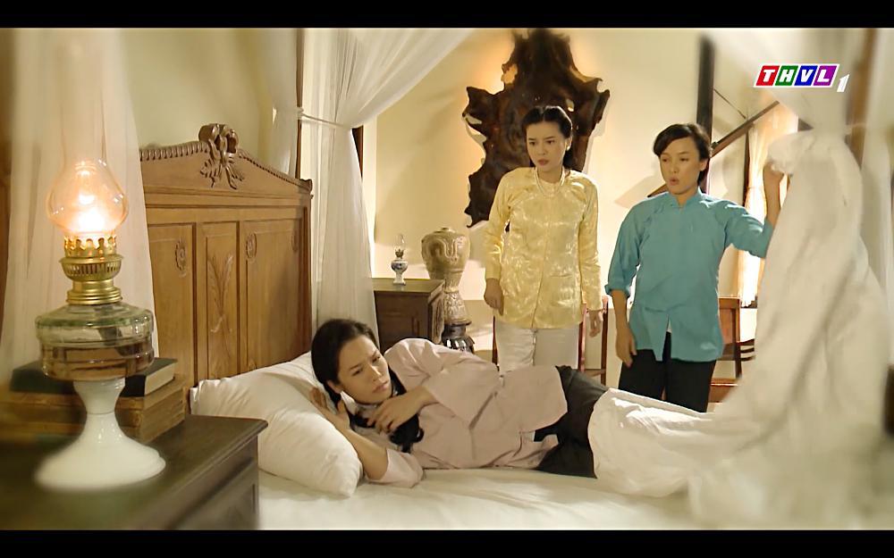 Nhật Kim Anh khóc cạn nước mắt khi thấy bài vị mình trên bàn thờ trong tập 37 Tiếng Sét Trong Mưa-3