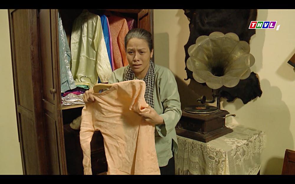 Nhật Kim Anh khóc cạn nước mắt khi thấy bài vị mình trên bàn thờ trong tập 37 Tiếng Sét Trong Mưa-5