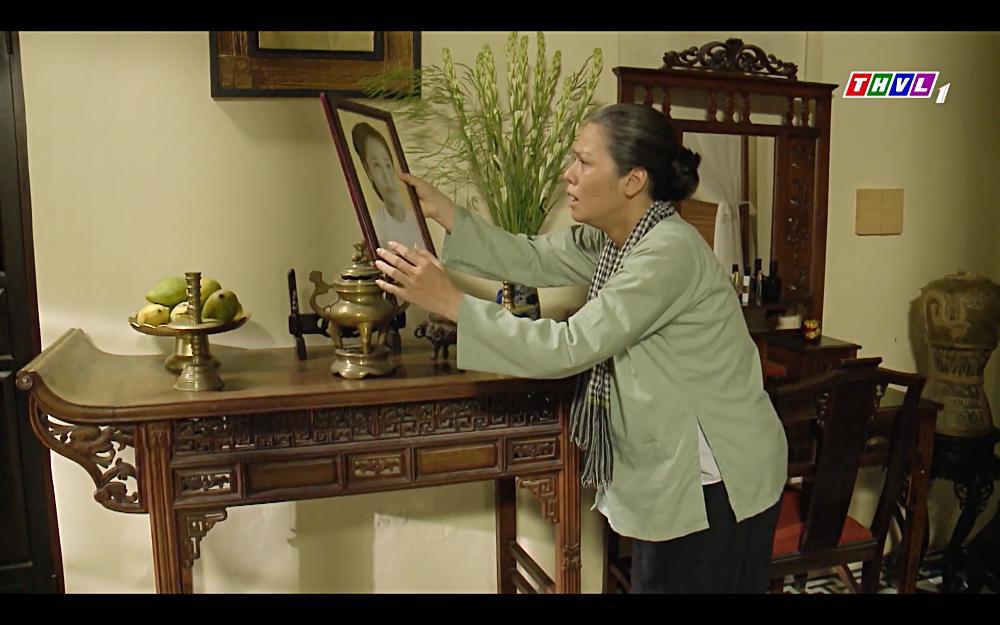 Nhật Kim Anh khóc cạn nước mắt khi thấy bài vị mình trên bàn thờ trong tập 37 Tiếng Sét Trong Mưa-7