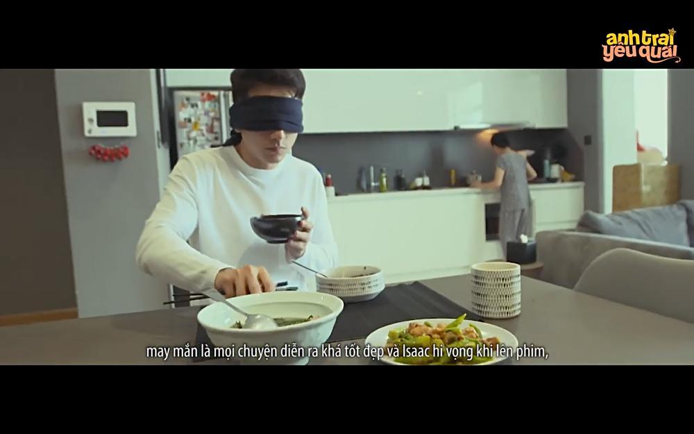 Isaac sống như người khiếm thị ở nhà của mình để vào vai trong phim-2