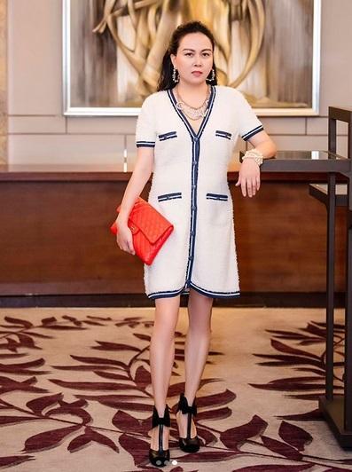 Phượng Chanel bị soi photoshop quá đà đến mức đôi đầu gối củ lạc đặc trưng biến mất luôn rồi!-4