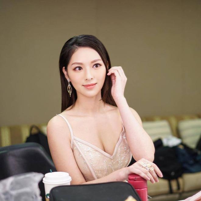 Hoa hậu Hong Kong gây sốc khi diễn cảnh tắm táo bạo trên truyền hình-2