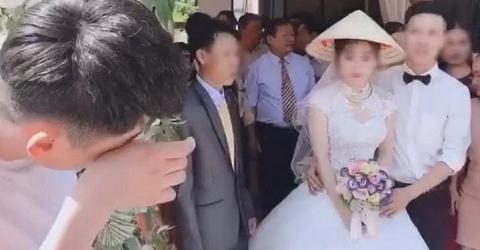 Xôn xao clip thanh niên gạt nước mắt, đau khổ nhìn người yêu đi lấy chồng-1