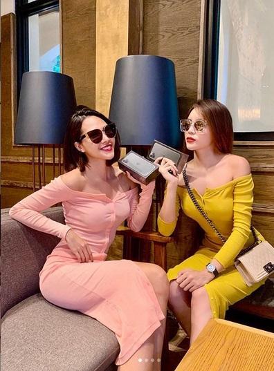 Kỳ Duyên - Minh Triệu tình tứ diện váy đôi rồi cùng nhau đập hộp iPhone tà tữa-4