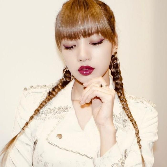 Nhà sản xuất Thanh xuân có cậu (Idol Producer) xác nhận Lisa là cố vấn vũ đạo cho mùa giải thứ 2-4