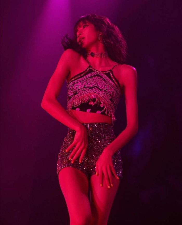 Nhà sản xuất Thanh xuân có cậu (Idol Producer) xác nhận Lisa là cố vấn vũ đạo cho mùa giải thứ 2-5
