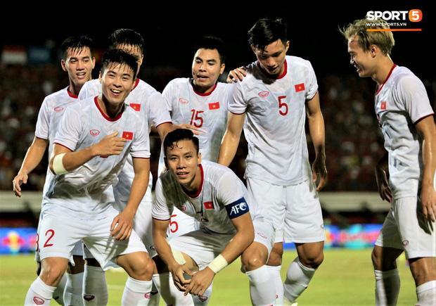 Phút bù giờ tuyển Việt Nam bất ngờ hưởng penalty, kết thúc thắng Indonesia cách biệt 3-1-2