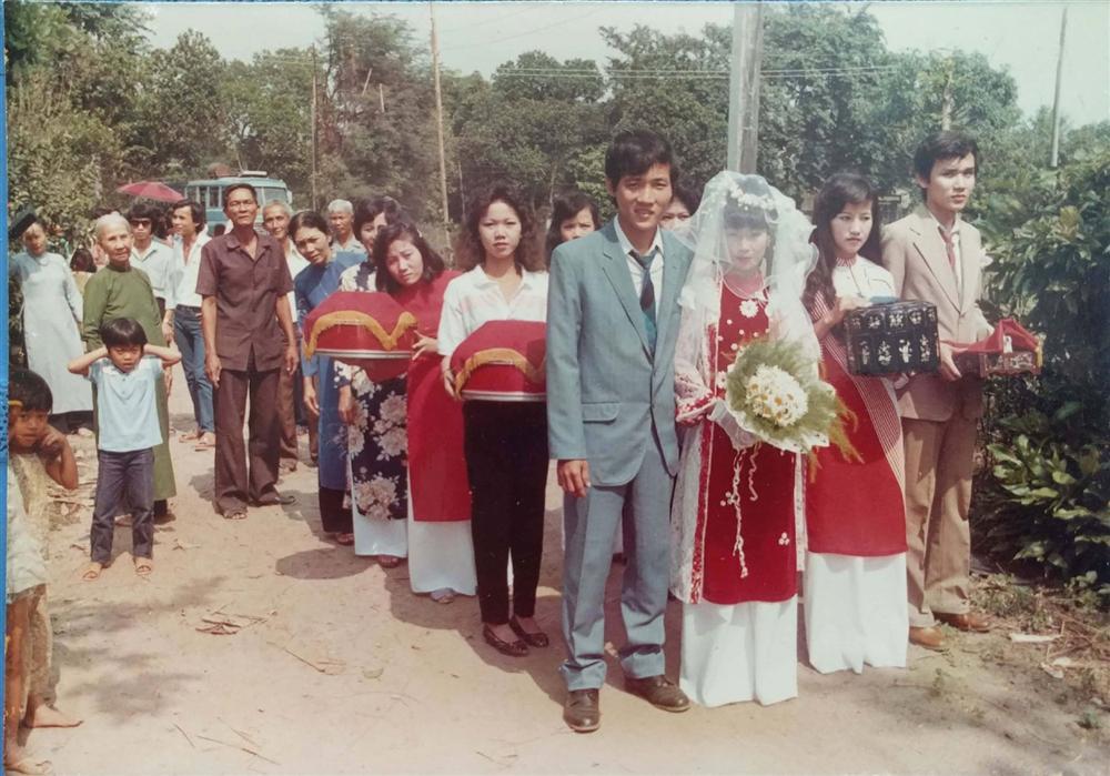 31 năm trước uống một cốc nước mía bên đường, người đàn ông mê luôn cô bán hàng, diễn một cú lừa rồi thành công cưới về làm vợ-6