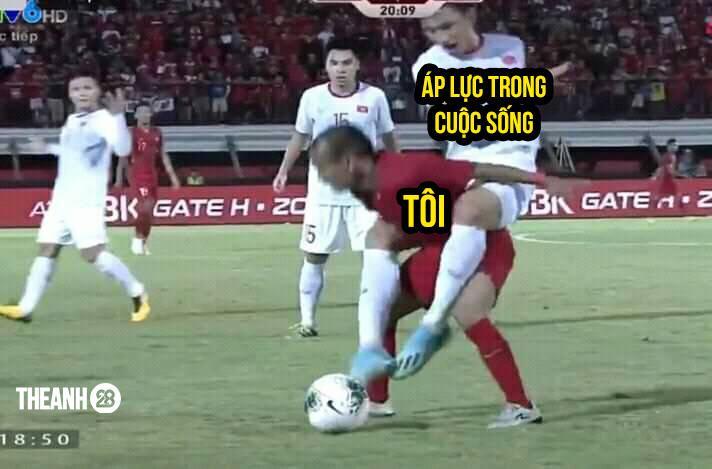 Lan truyền tình huống nhà bao việc nhưng cầu thủ Indonesia vẫn phải cõng Văn Hậu chơi bóng-3
