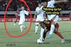 Lan truyền tình huống 'nhà bao việc' nhưng cầu thủ Indonesia vẫn phải cõng Văn Hậu chơi bóng
