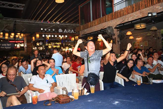 Dàn nghệ sĩ ăn mừng chiến thắng của đội tuyển Việt Nam-4