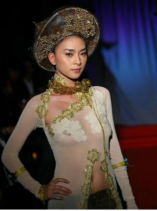 Các sao Việt từng bị chỉ trích vì mặc áo dài phản cảm-1
