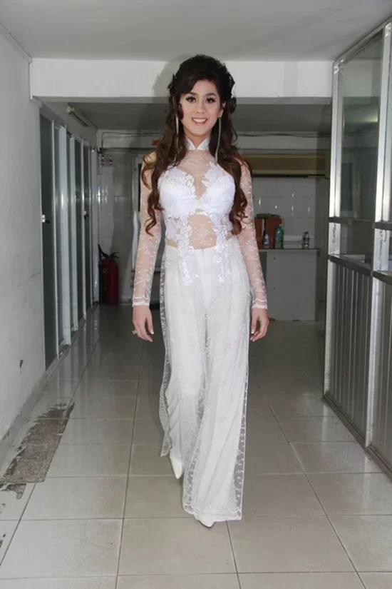 Các sao Việt từng bị chỉ trích vì mặc áo dài phản cảm-4