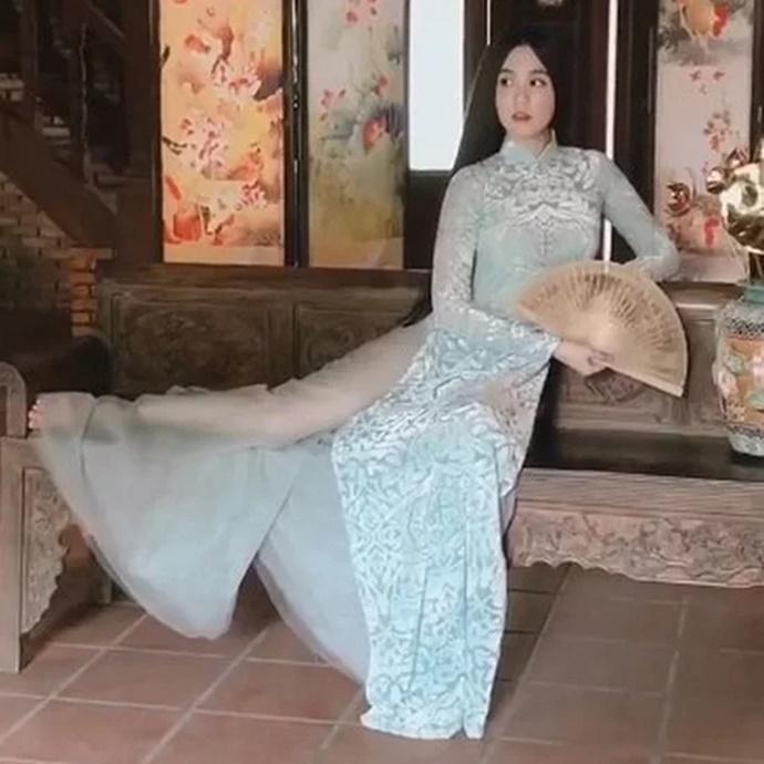 Các sao Việt từng bị chỉ trích vì mặc áo dài phản cảm-6