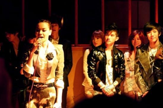 Đứng chung khung hình với Victoria Beckham, nhan sắc Hồ Ngọc Hà được đánh giá ra sao?-15