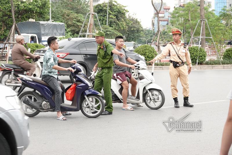 Vội vã quặt xe chạy trốn cảnh sát 141, cô gái nổi nhất phố Hà Nội-2