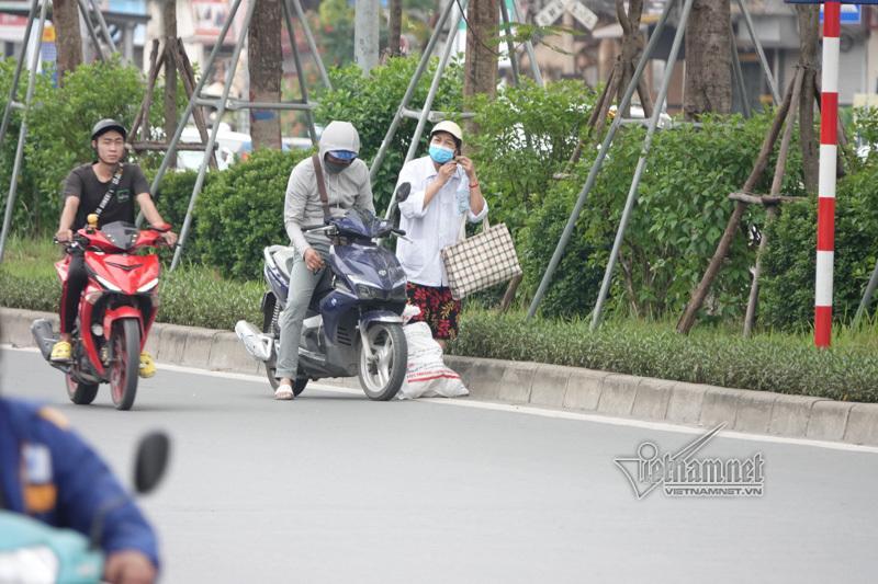 Vội vã quặt xe chạy trốn cảnh sát 141, cô gái nổi nhất phố Hà Nội-12