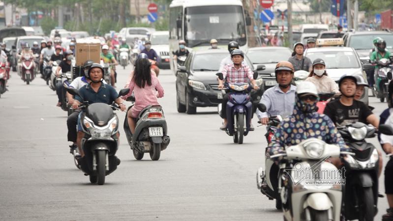 Vội vã quặt xe chạy trốn cảnh sát 141, cô gái nổi nhất phố Hà Nội-14