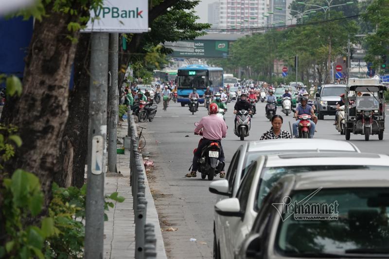 Vội vã quặt xe chạy trốn cảnh sát 141, cô gái nổi nhất phố Hà Nội-15